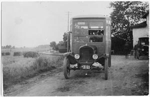 Emil Zandéns första buss 1924. Fullsatt-skylt på taket