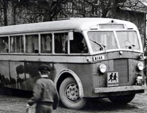 Buss med synlig skolskjutsskylt
